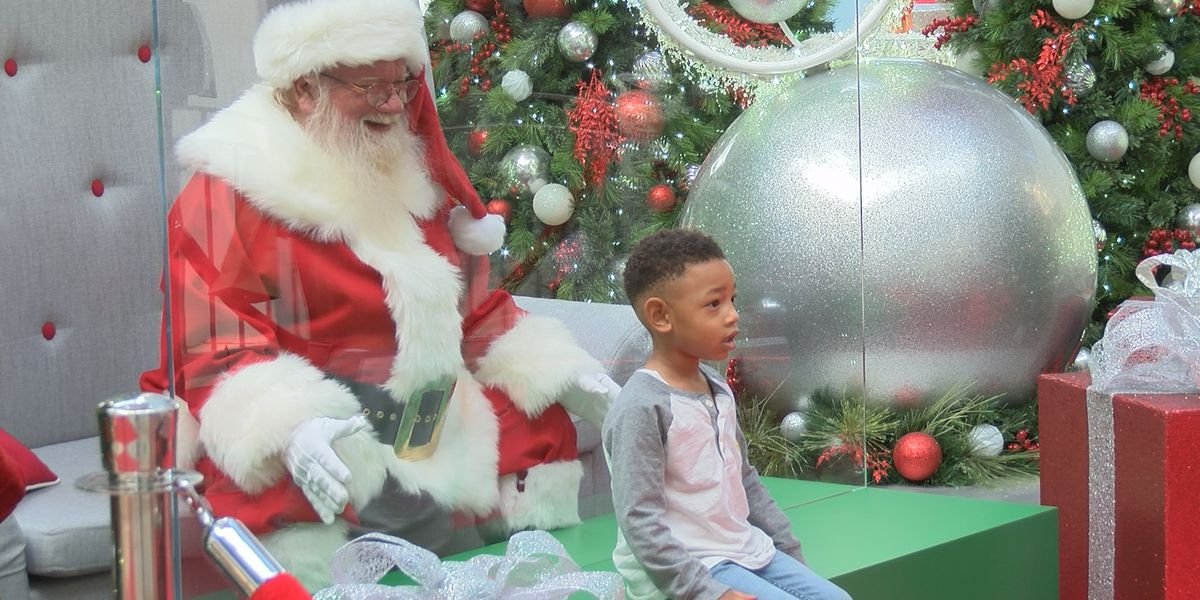 Holiday pictures with Santa are modified for coronavirus safety