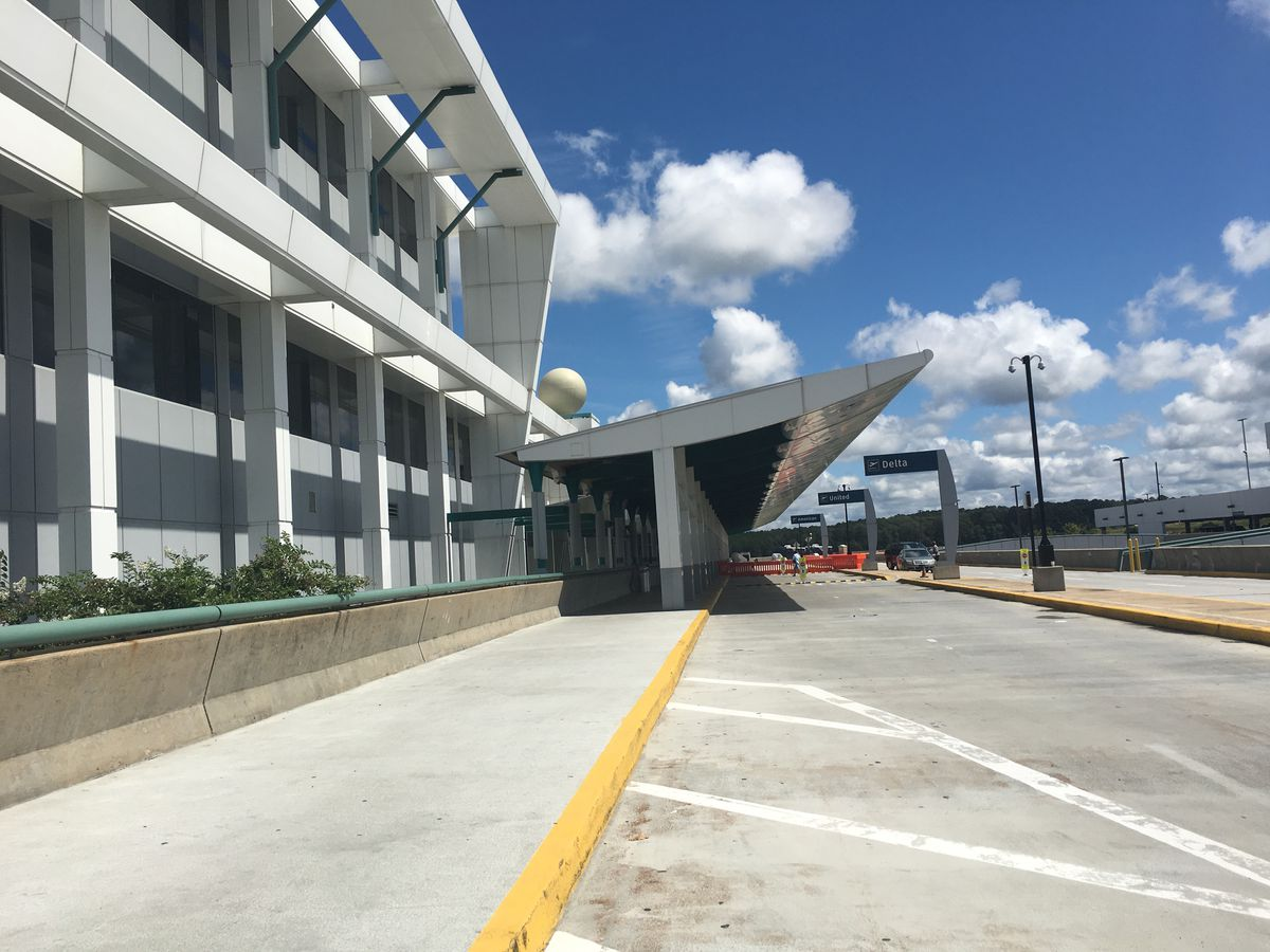 Parking prices lowered at Jackson airport
