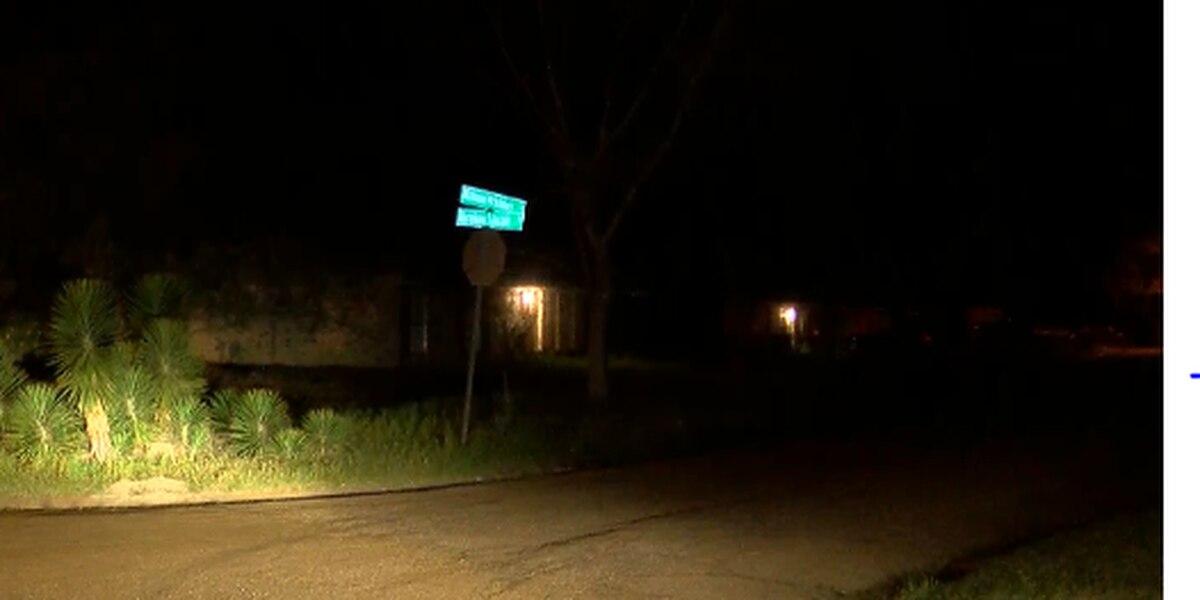 JPD investigating after man arrives at hospital with gunshot wound