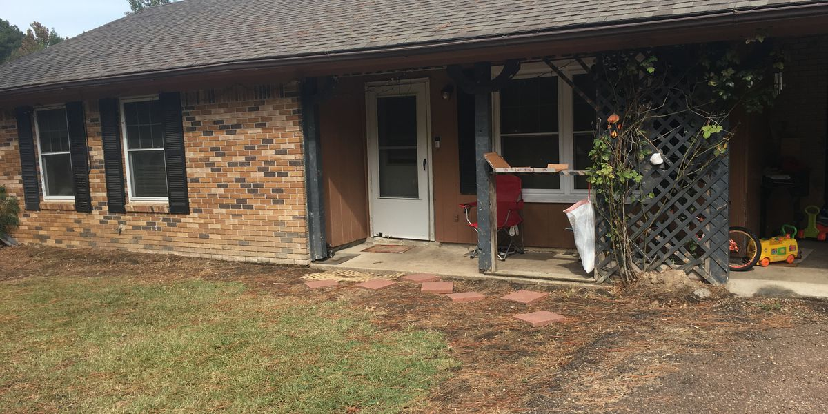 Relatives say mother acted suspiciously before abducting children from Copiah County home at gunpoint