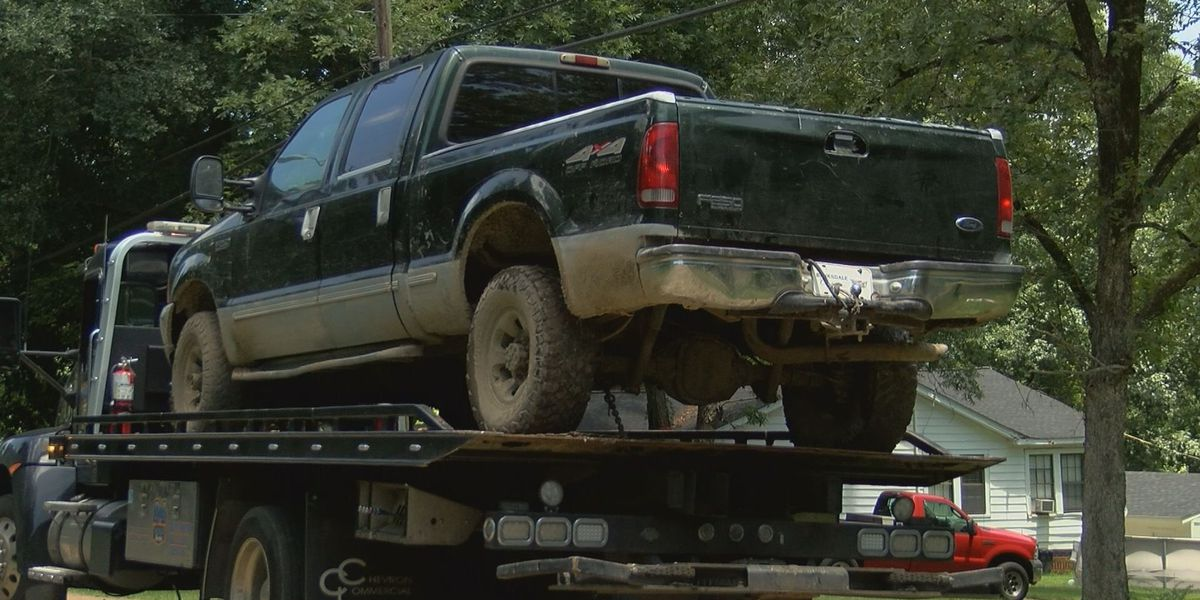 Hinds Co. deputies recover stolen vehicles, construction equipment; Search continues for alleged thief