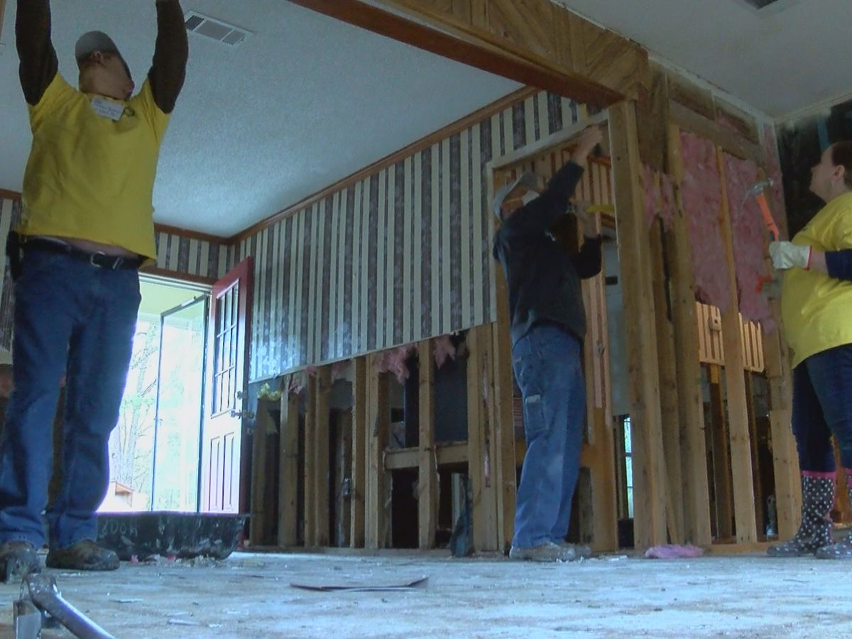 8 Days of Hope organization gives flood victims a helping hand