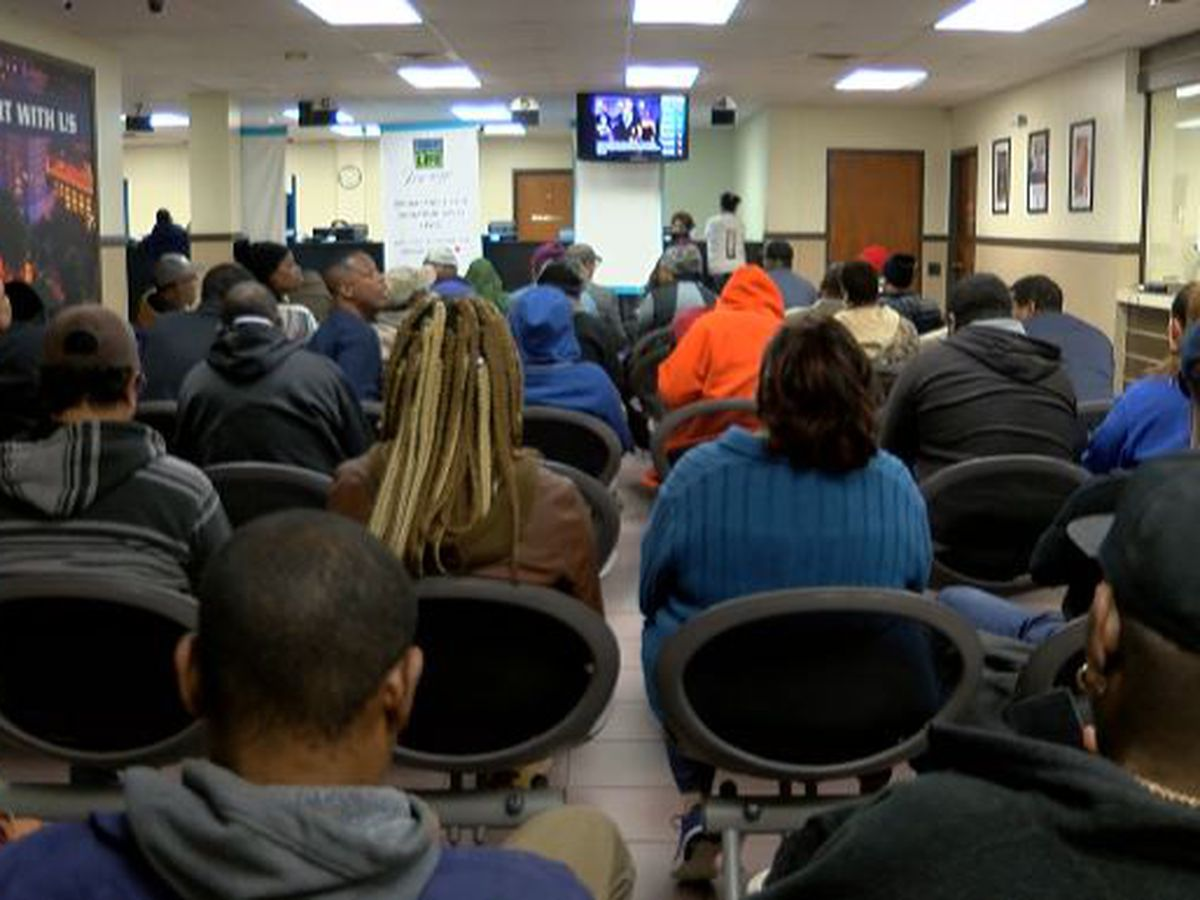 Long waits at Driver's License office affecting drivers and businesses