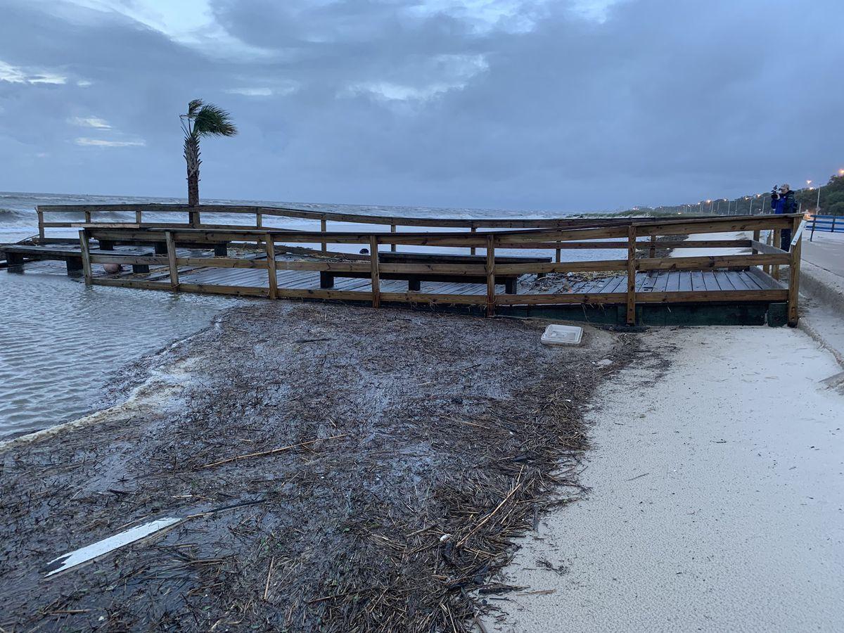 Video Cristobal Washes Biloxi Lighthouse Pier Away