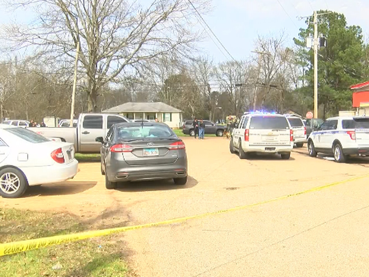 Suspect involved in Pelahatchie standoff taken to hospital by ambulance