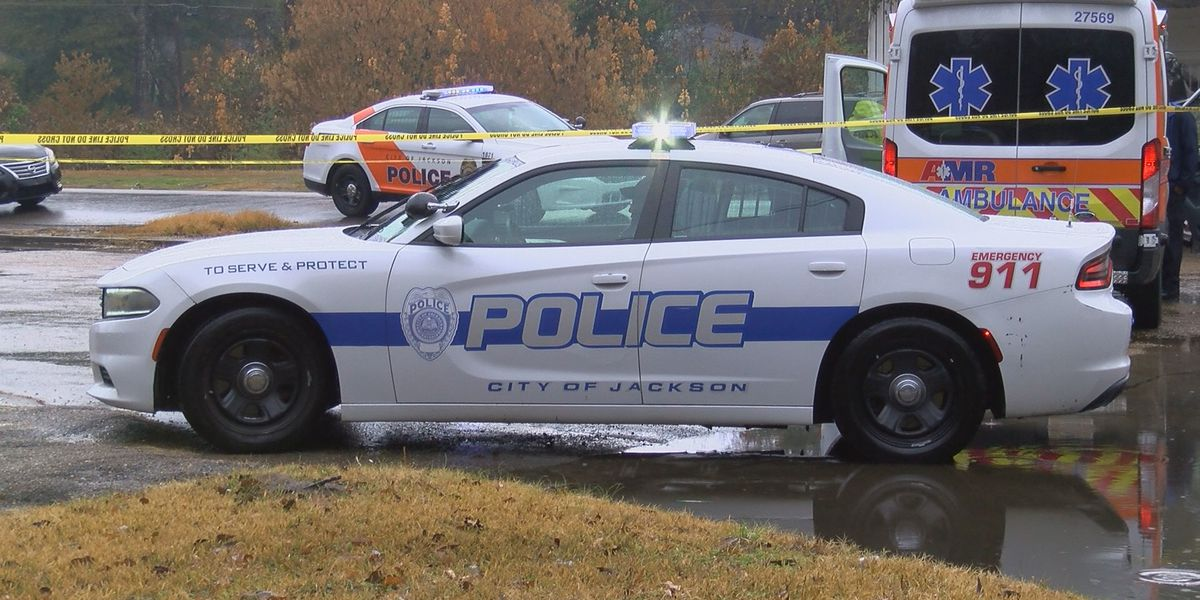 JPD: Man dies after accidentally shooting himself on Lindsey Dr.
