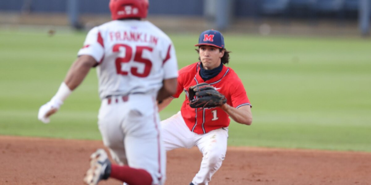 Ole Miss splits double-header with Arkansas