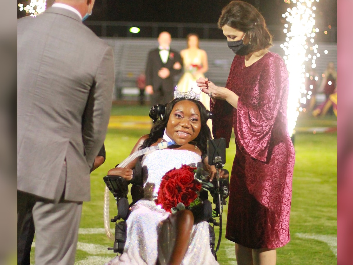 Jones College crowns first wheelchair-bound Homecoming Queen