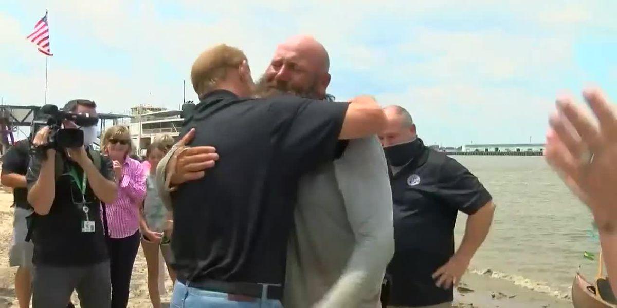 Gretna man arrives home to fanfare after 2,500 mile canoe trip down Mississippi River
