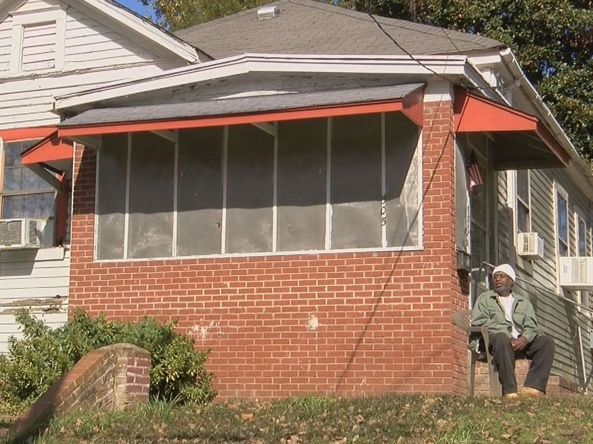 'I appreciate everything they are doing': Vicksburg officials work to tackle blight in community