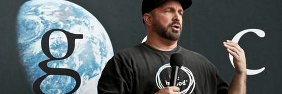 Garth Brooks is going on a 7-city dive bar tour