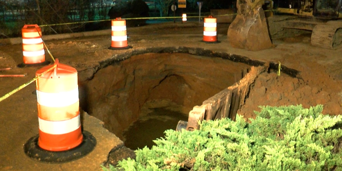 Crews working to repair massive sinkhole on Ridgewood Rd.