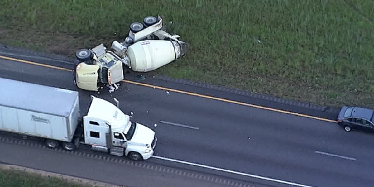 Cement truck overturned on I-55 near Gluckstadt exit