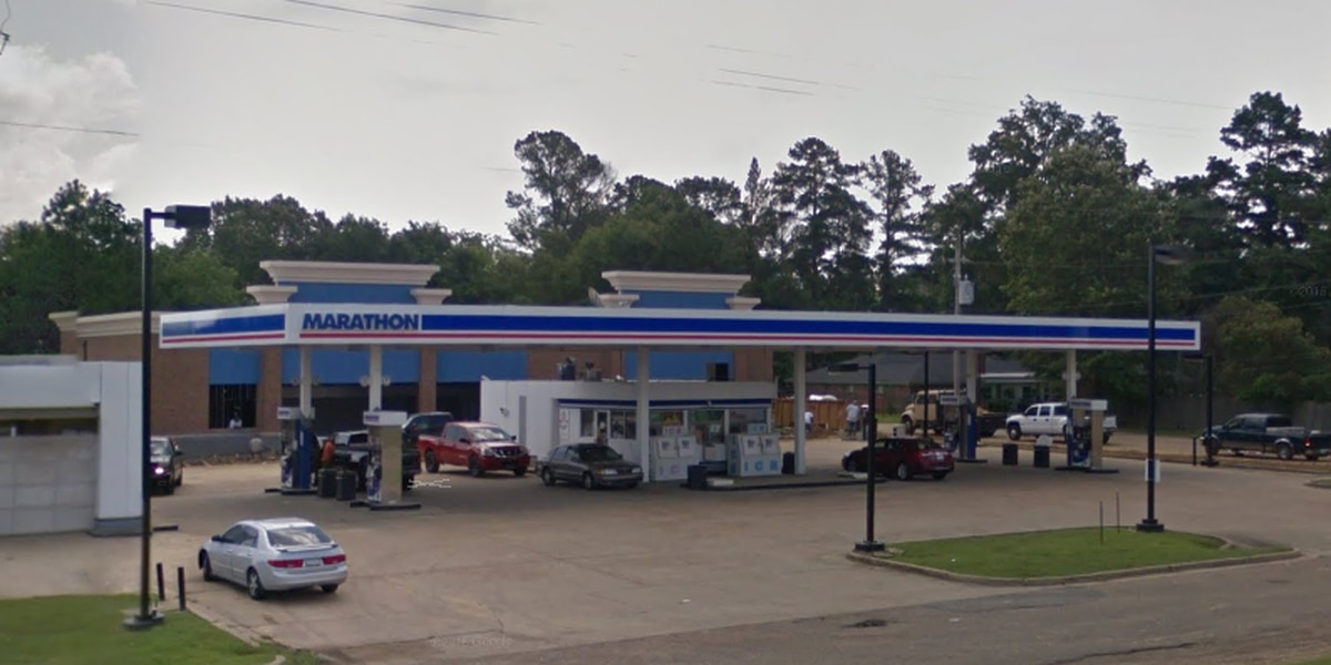 Armed masked thief steals money from customer and cash register at Jackson gas station