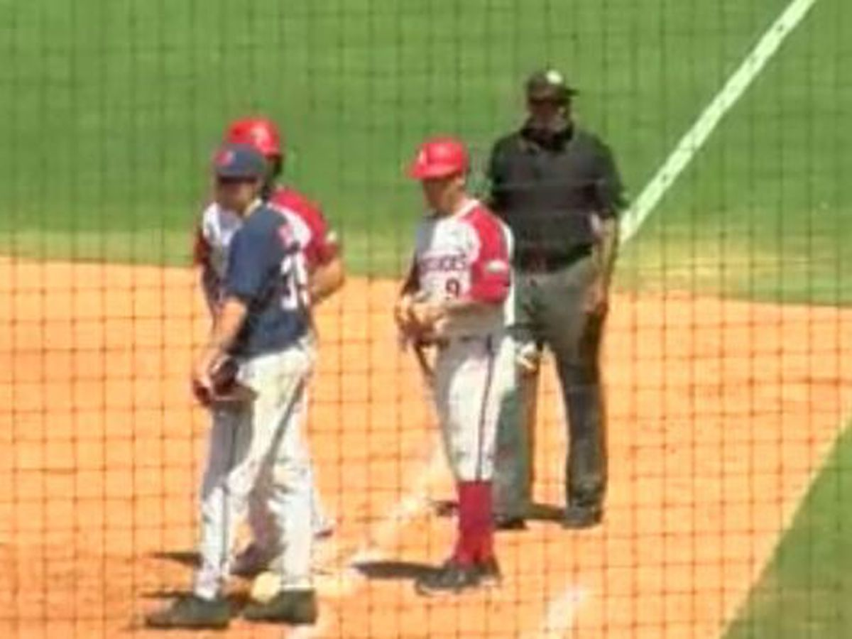 Ole Miss falls to Arkansas 5-3