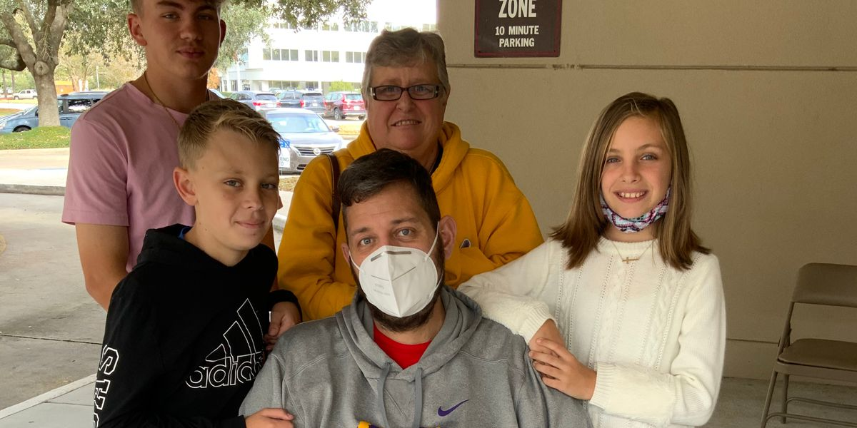 Man returns home after being hospitalized with coronavirus, looks ahead to 2021