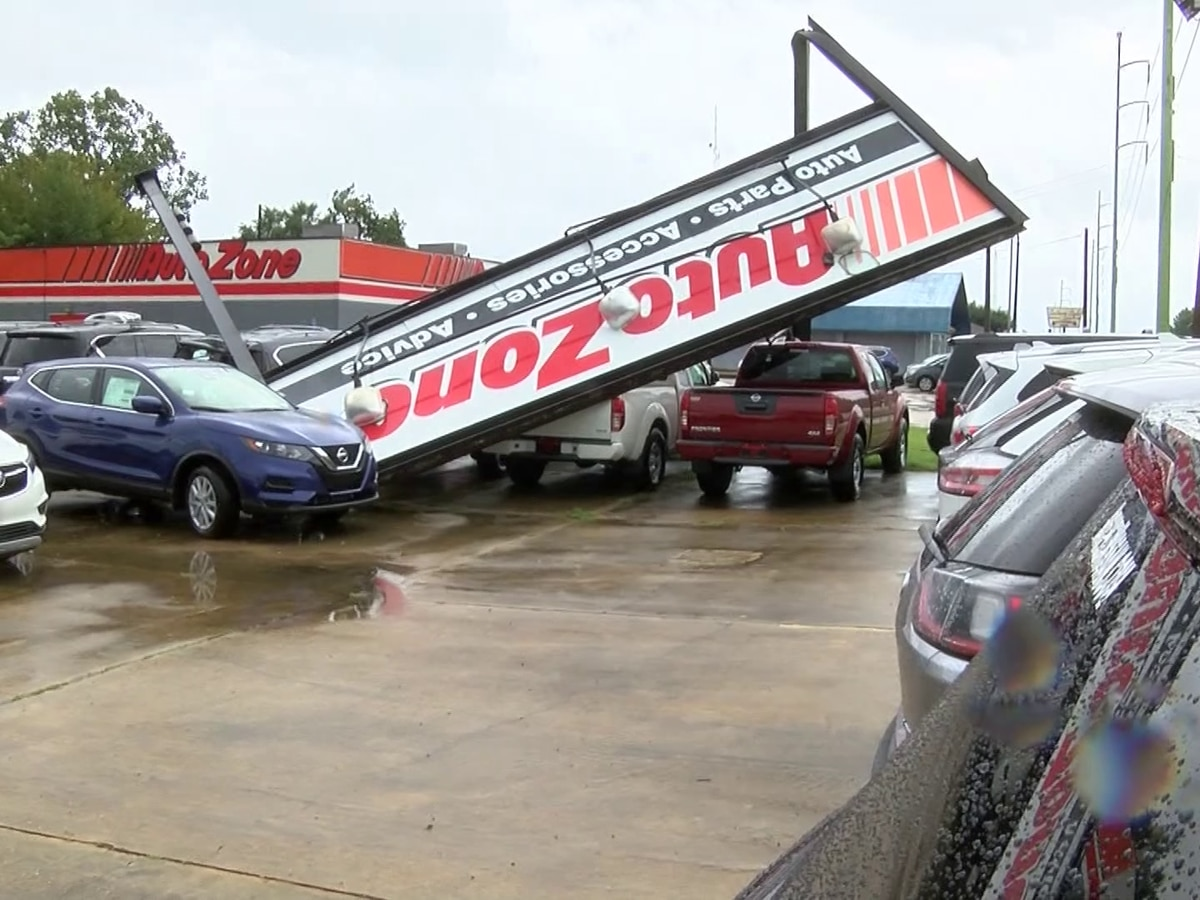 High winds topple trees, signs in Natchez