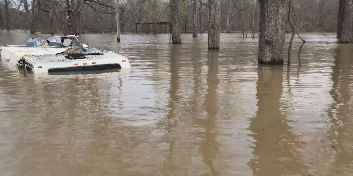 Homes go under water as Mississippi River hits crest of nearly 50 feet