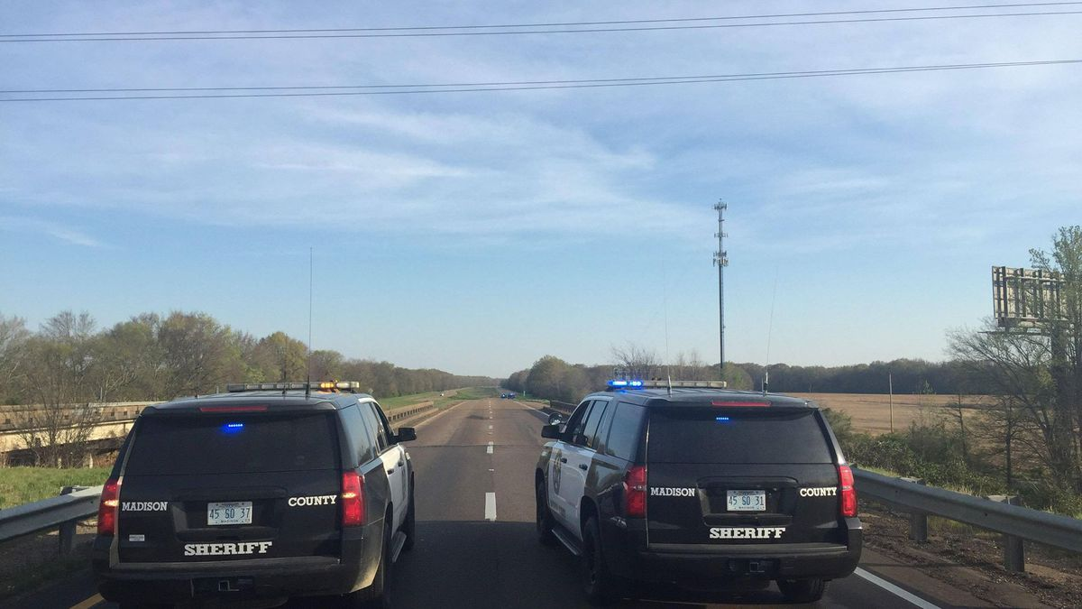 Pedestrian hit and killed while walking on I-55 in Madison Co.