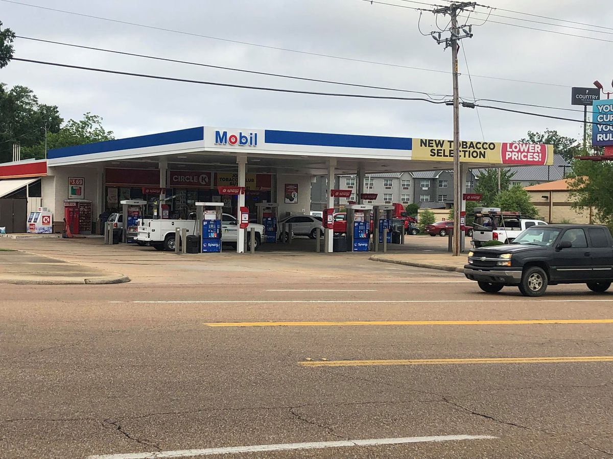 Pearl gas station robbed at gunpoint; suspect on the run