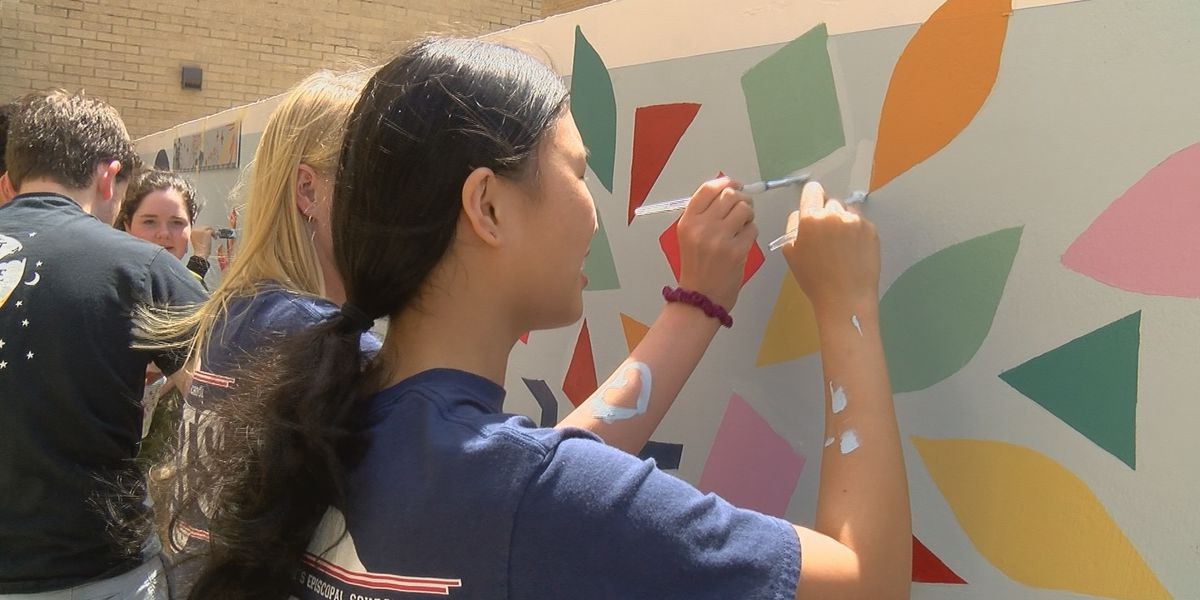 St. Andrews students create mural in downtown Jackson