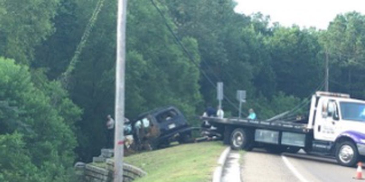 Injuries reported after SUV crashes into pole on Old Fannin Road