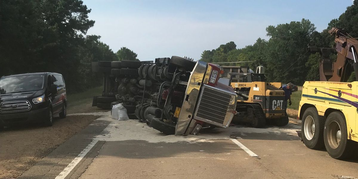 Southbound lanes blocked on Hwy. 49 in Yazoo Co. due to dump truck crash