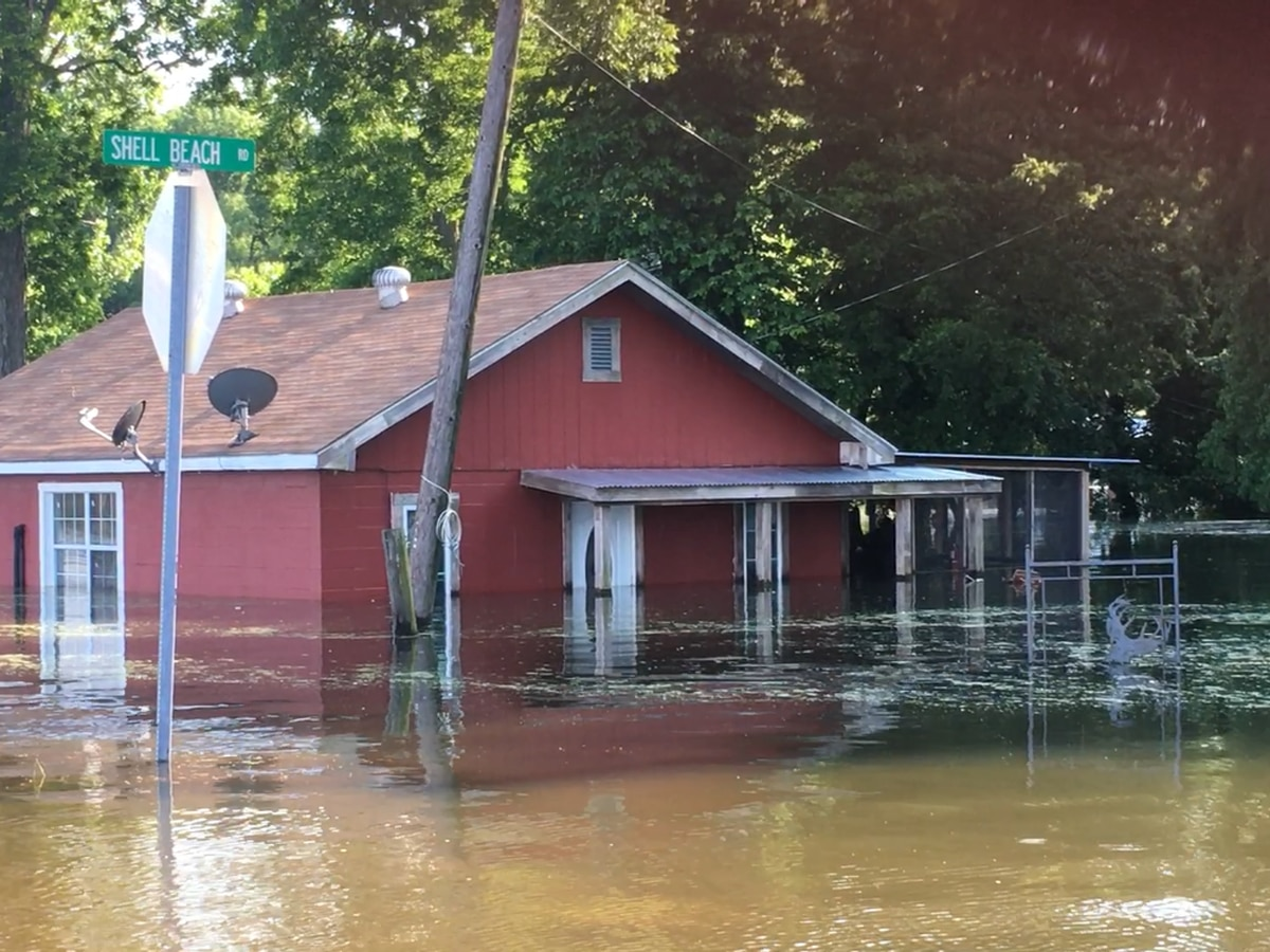 Eagle Lake community fights flooding for over 100 days