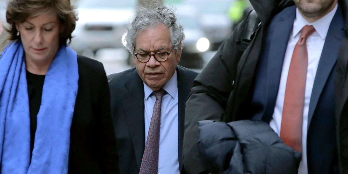 Ex-pharmaceutical exec gets 5 1/2 years for pushing opioid