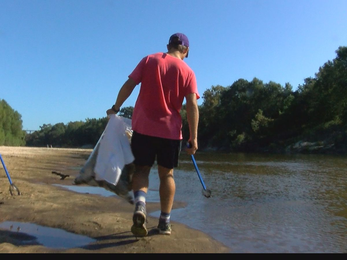 Volunteers help clean up the Pearl River during 3rd annual Clean Sweep