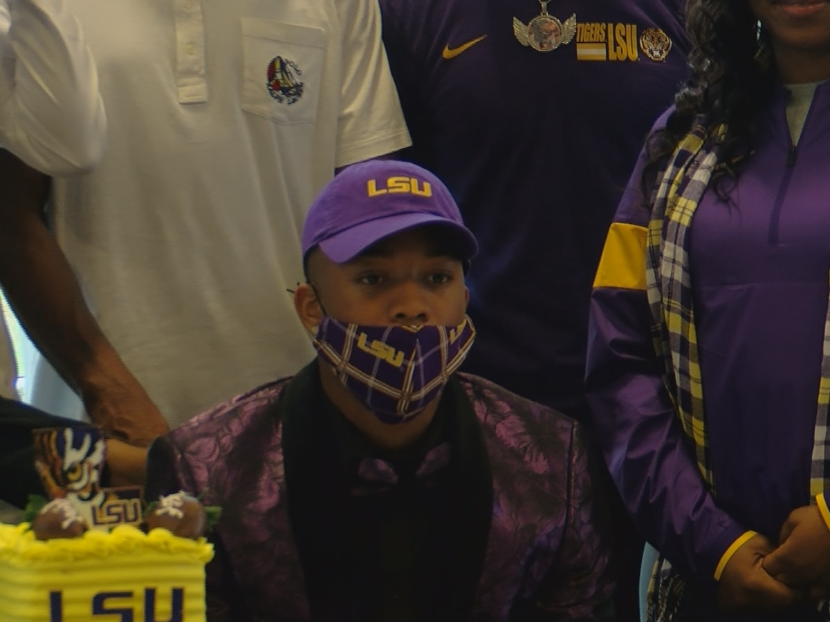 Deion Smith holds firm, signs with LSU