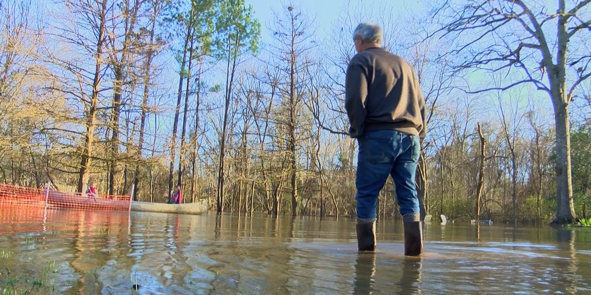 'You can either fight mother nature of join in:' north Jackson family impacted by rising Pearl River