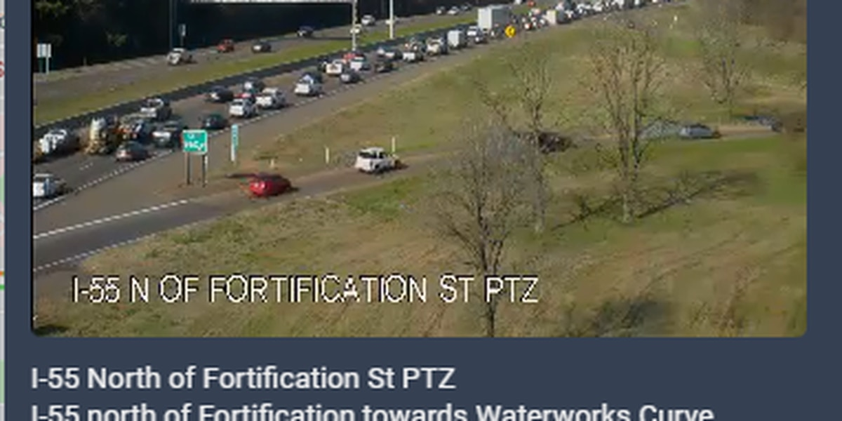 Right lane cleared after multi-car crash on I-55 at Waterworks Curve