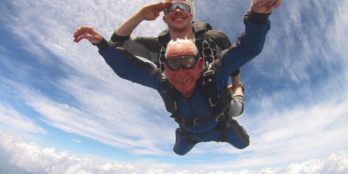 WWII vet, 95, goes skydiving on Memorial Day