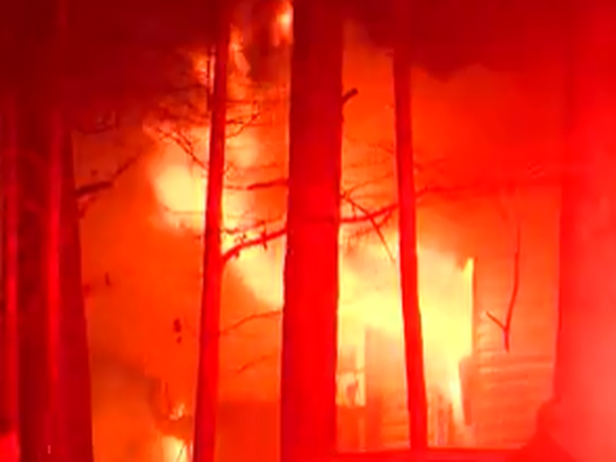 Raging fire engulfs Florence home