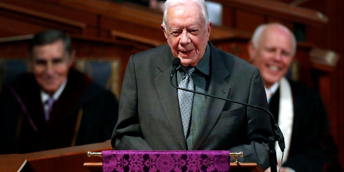 Former US President Jimmy Carter has surgery for broken hip