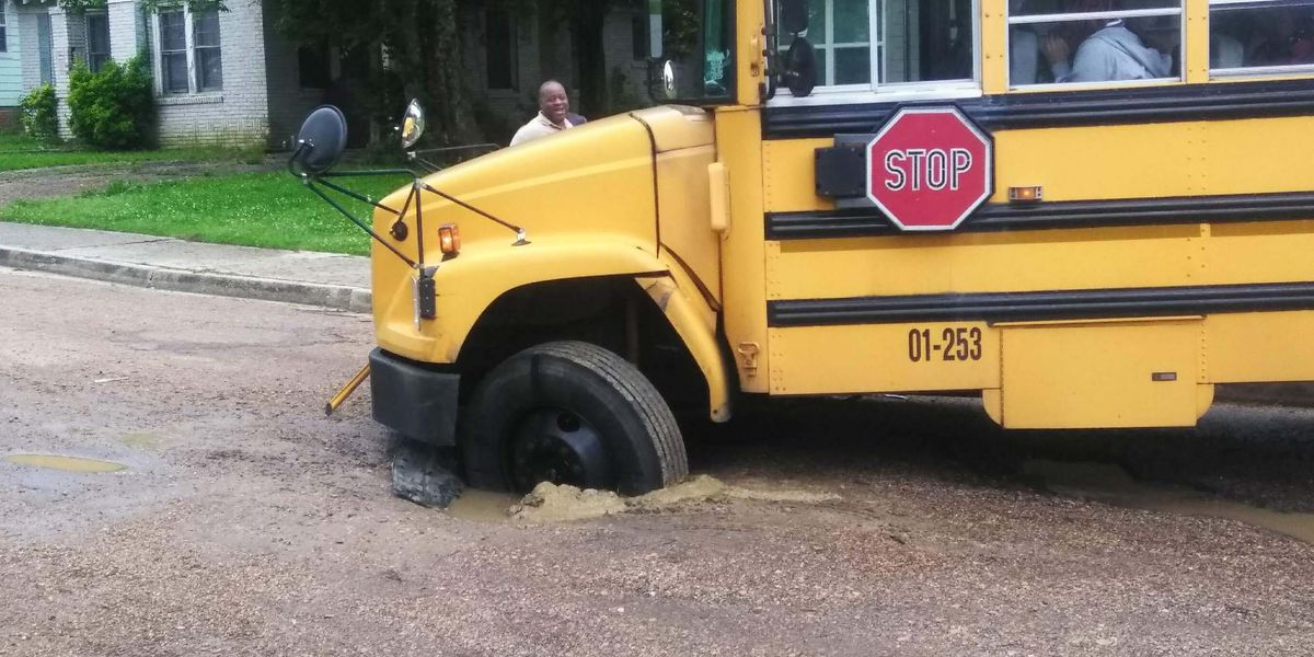 """This is so Jackson"": School bus full of kids gets stuck in giant pothole...and Twitter goes nuts"