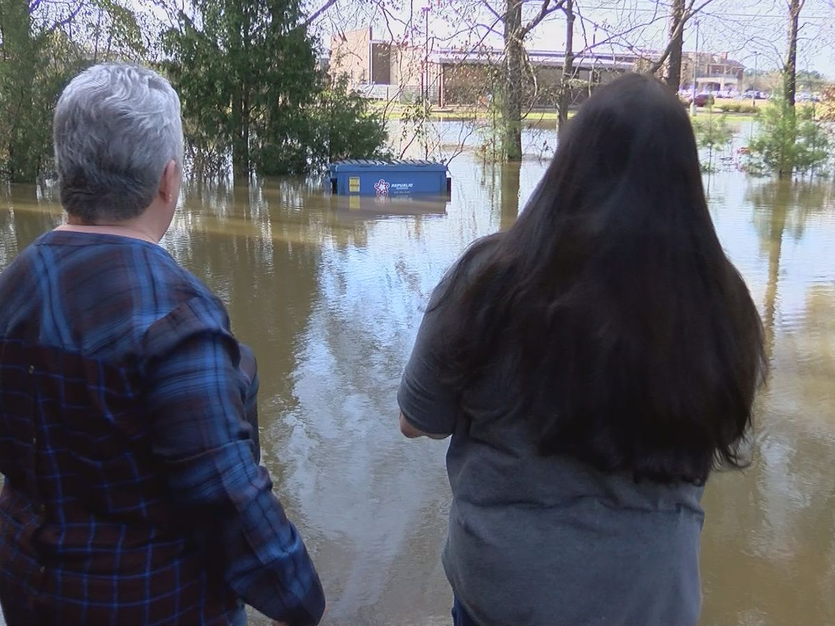 'It's not a fun thing to go through': Floodwaters threaten Flowood businesses
