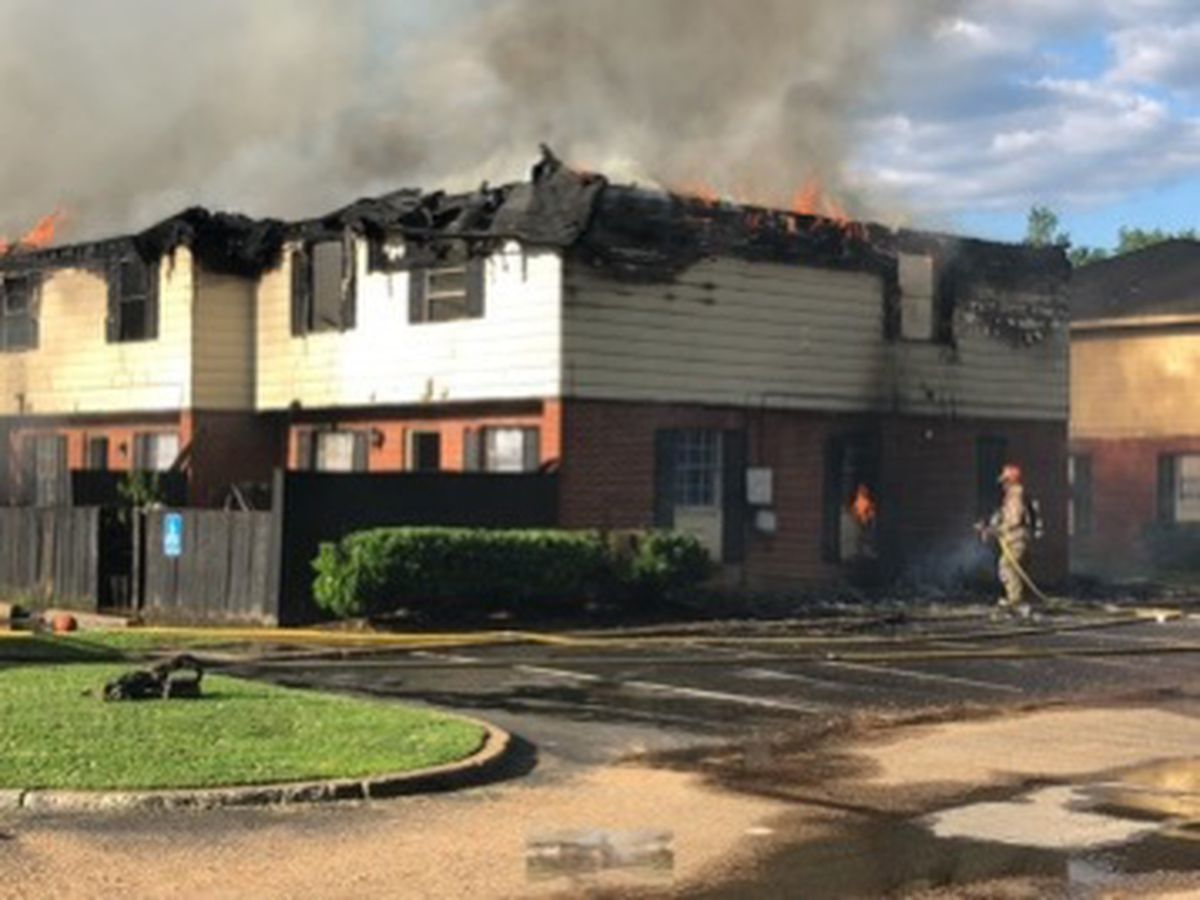 Fire engulfs Jackson apartment complex on Manhattan Road