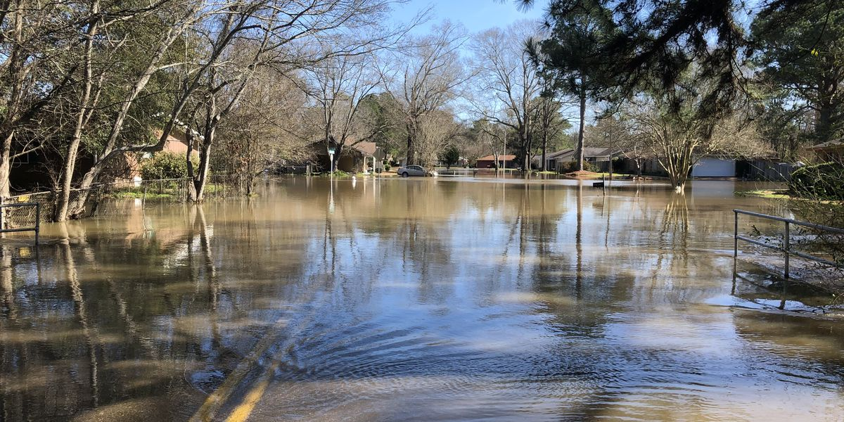 Rising waters force northeast Jackson residents to leave quickly