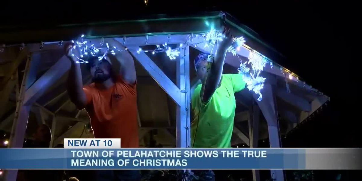 Town of Pelahatchie comes together to decorate for Christmas after political clash almost left town without