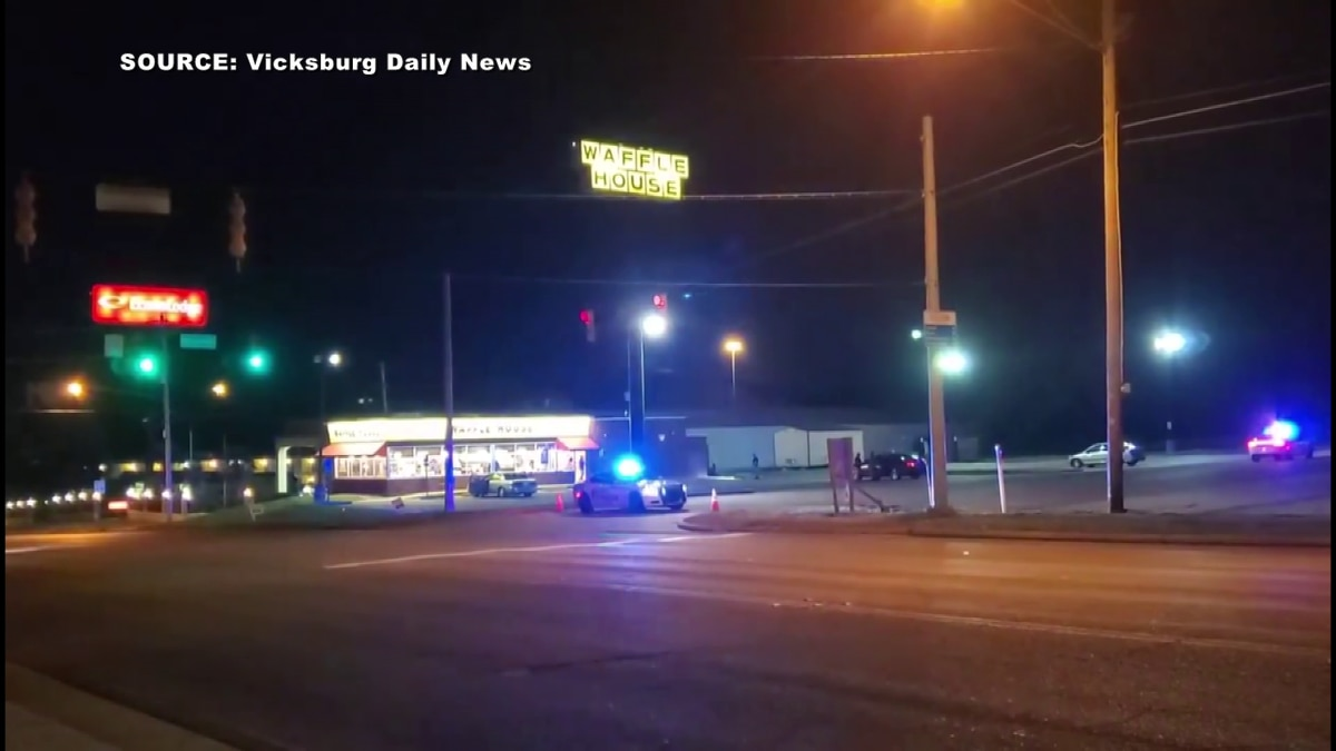 4 injured in shootout at Vicksburg Waffle House