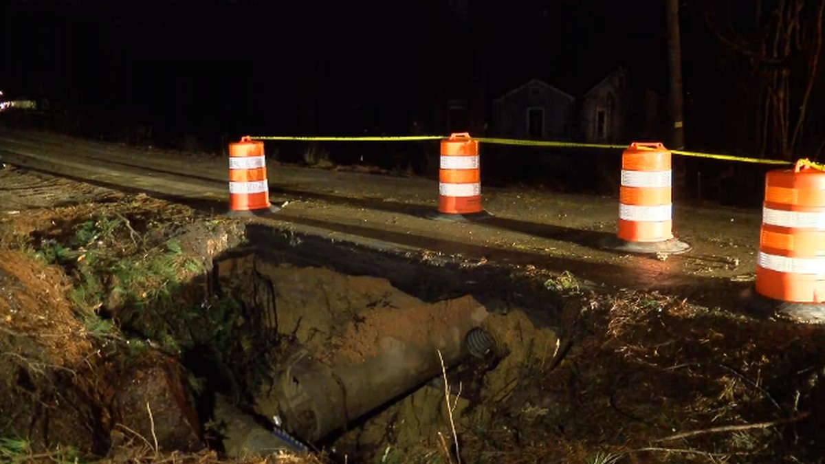 Shady Lane Rd. in Jackson closed while crews work to fix water main break