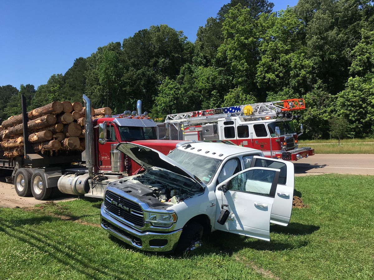 Three injured after log truck crash in Vicksburg on Hwy 61N