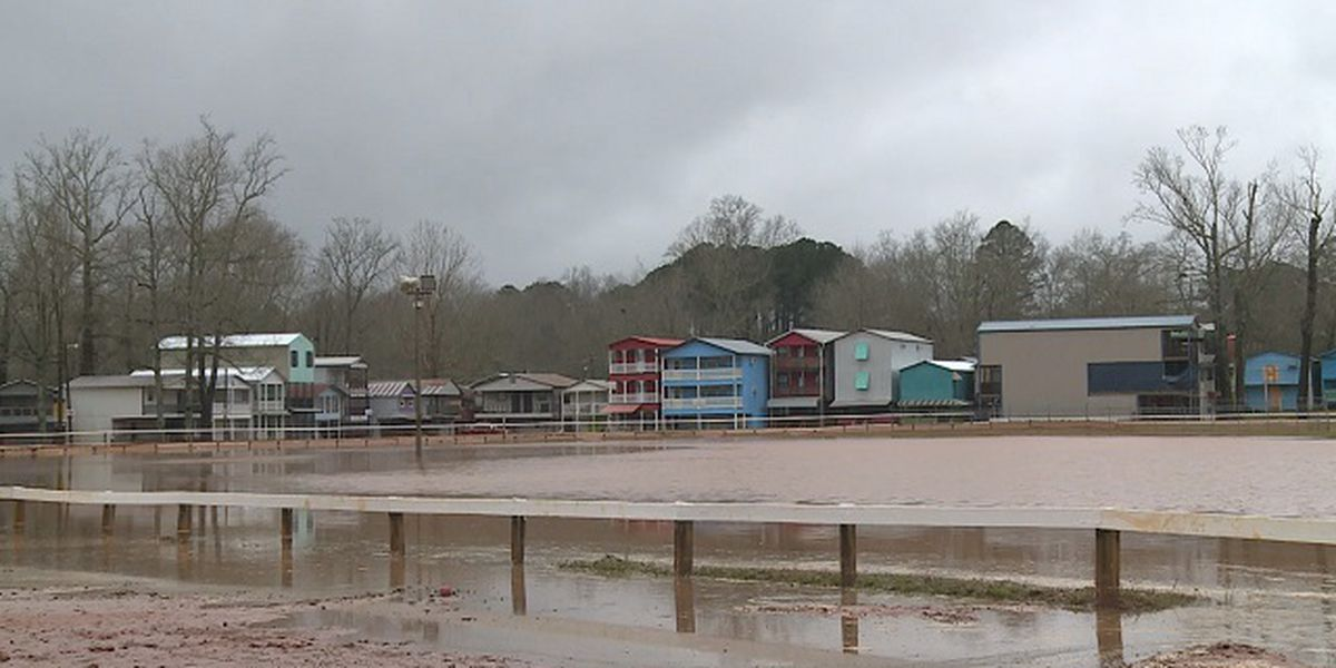 Wednesday rain causes flooding at Neshoba County Fair