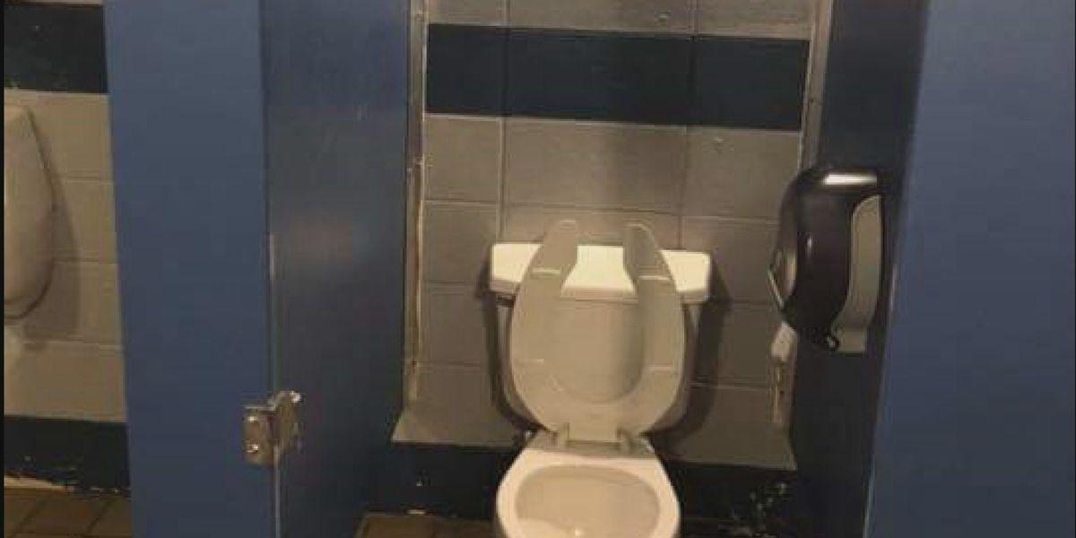 North Alabama school removes bathroom stall doors to combat vaping