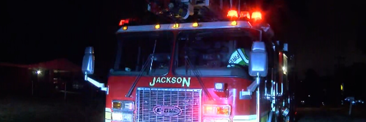 JFD fighting shed fire behind home in south Jackson