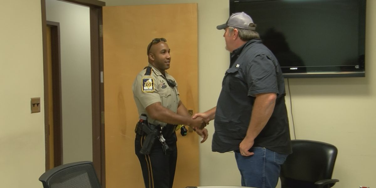 Mississippi Strong: Rankin County Deputy returns lost wallet to Illinois veteran
