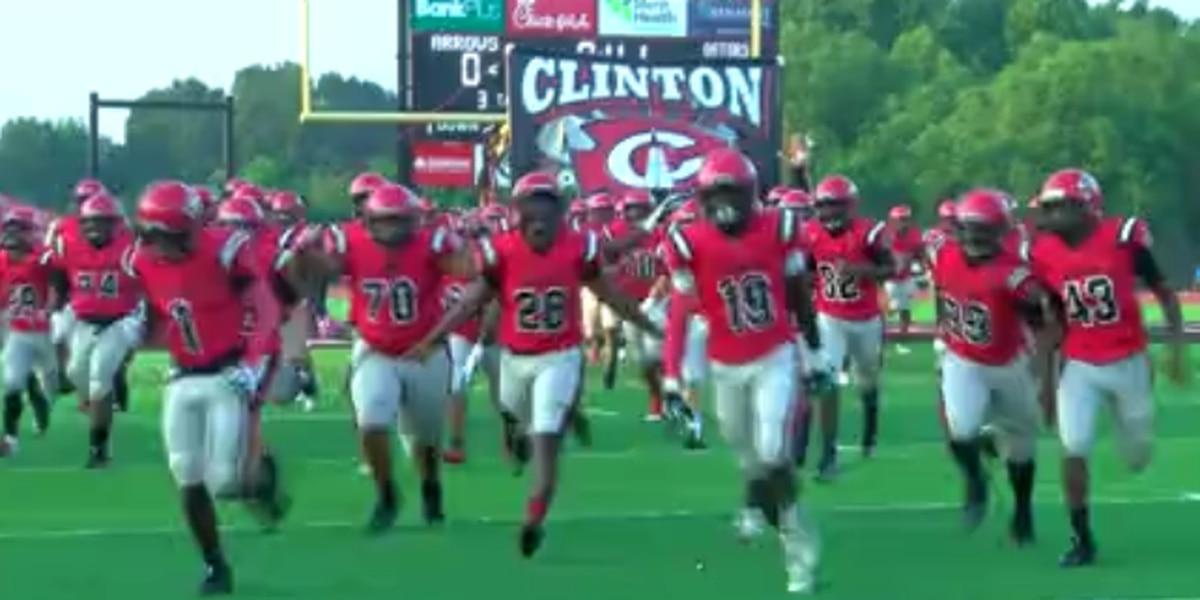 Clinton dominates Vicksburg, defeating the Gators 48-0