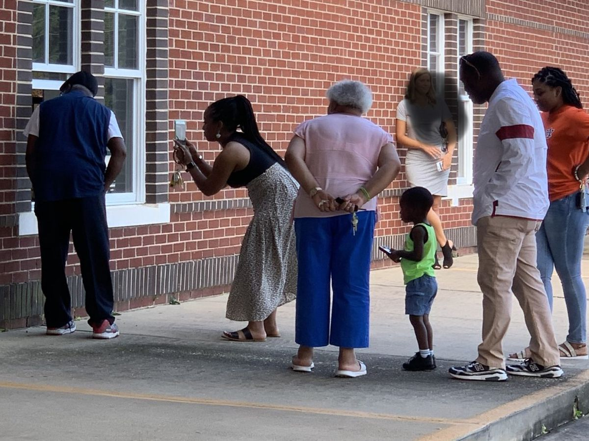 Family drives hours to see girl's first day of kindergarten
